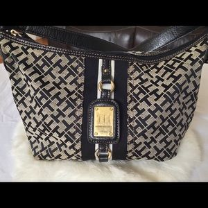 TH Handbag 🖤🤍